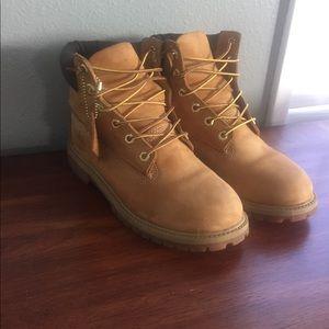 Timberland Shoes - Timberland boots 6 M